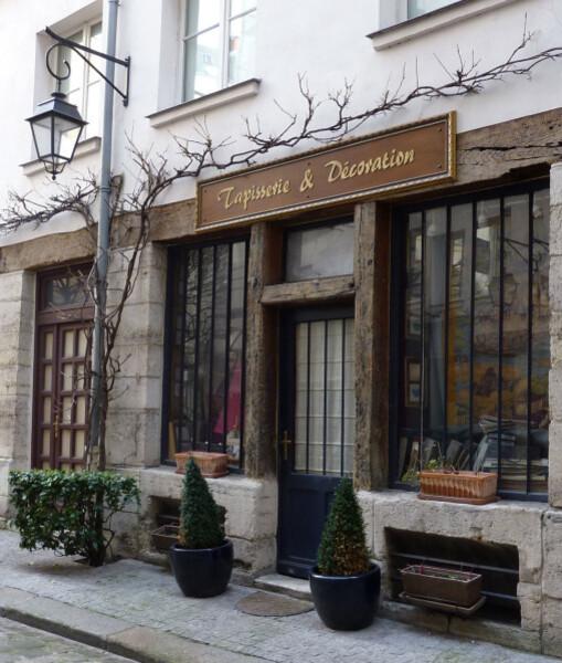 2---Cour-Damoye---Facade-de-tapissier.JPG