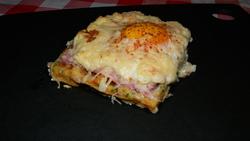 Pâte à gaufre salée, gaufre aux saumon (raifort, fromage frais,herbes) et gaufre au jambon (vache qui rit, oeuf, gruyère)