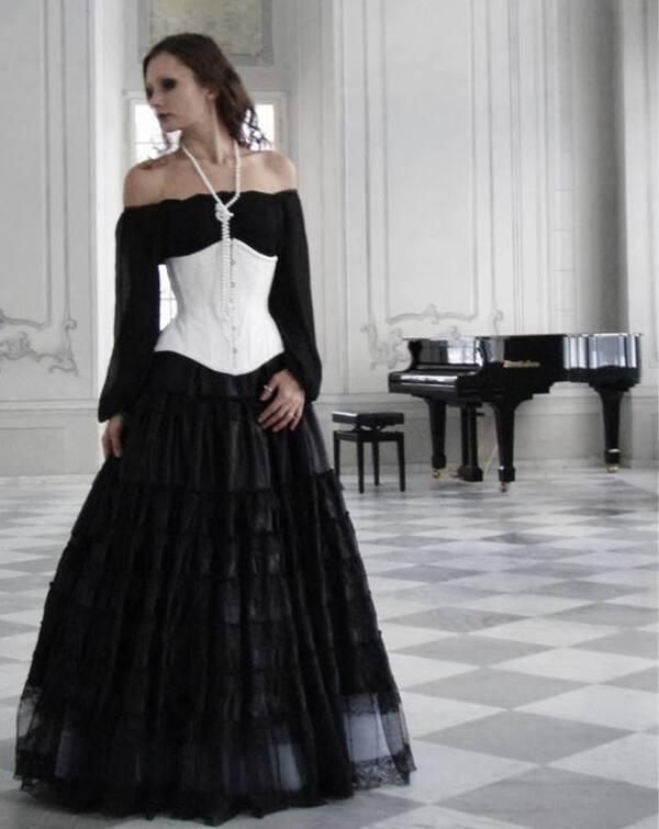 Belles dames en noir