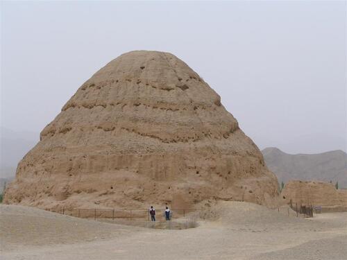 Les Dropas et les pyramides chinoises