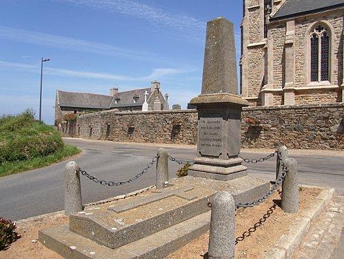 monument-commemortif-de-l-enseigne-de-vaisseau-Henry.jpg
