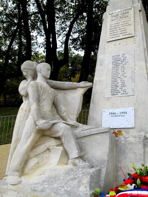 Un 11 Novembre 2018 pacifiste à Château Arnoux,au monument pacifiste Victorin Maurel