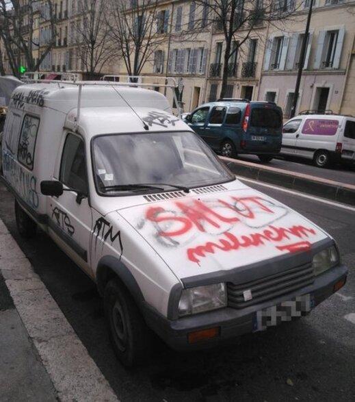 Marseille : au Camas, après les murs, des tags directement sur les voitures - 2