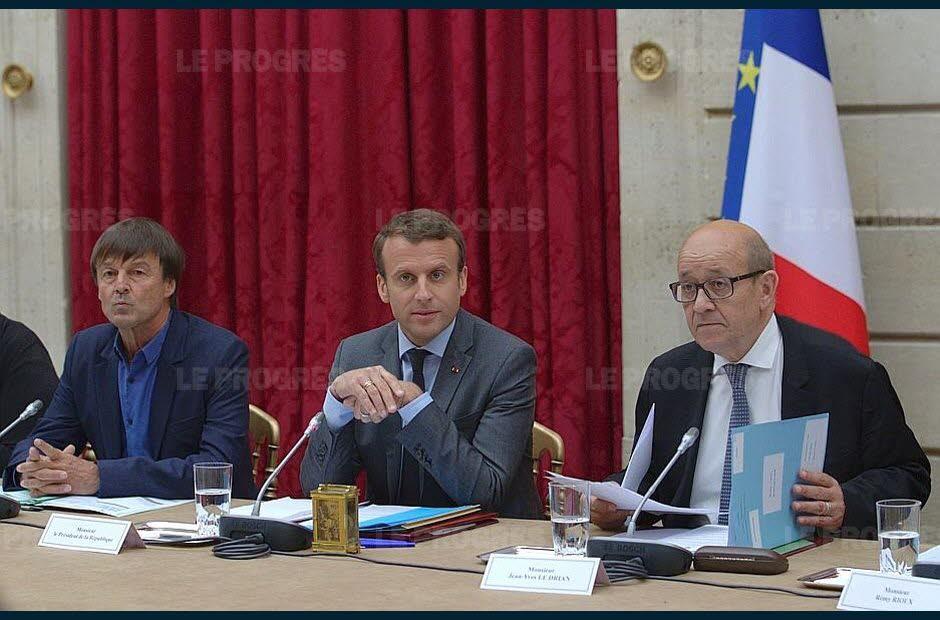 Emmanuel Macron a réuni une vingtaine de représentants de la société civile impliqués dans la lutte contre les changements climatiques avec les ministres Nicolas Hulot et Jean-Yves Le Drian. Photo AFP
