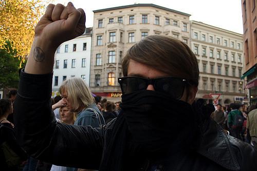 """Que faisaient les Ukrainiens interpellés au milieu des supporters """"russes""""?"""