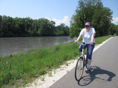 à vélo le long de l'Isère