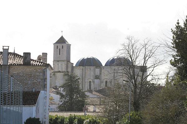 st romain de benet 8 l'église