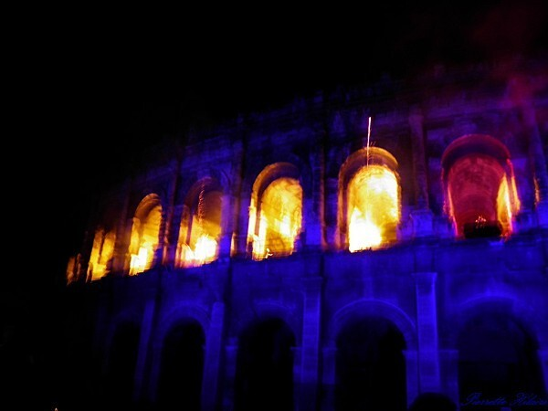 Embrasement des Arènes de Nîmes le 13 juillet 2011