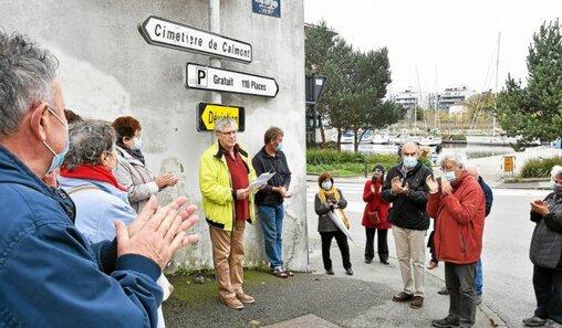 Pour ce 11e rassemblement pour la réhabilitation des fusillés pour l'exemple de 14-18, quelque 25 militants se sont rassemblés rue Jean-Jaurès à Vannes.