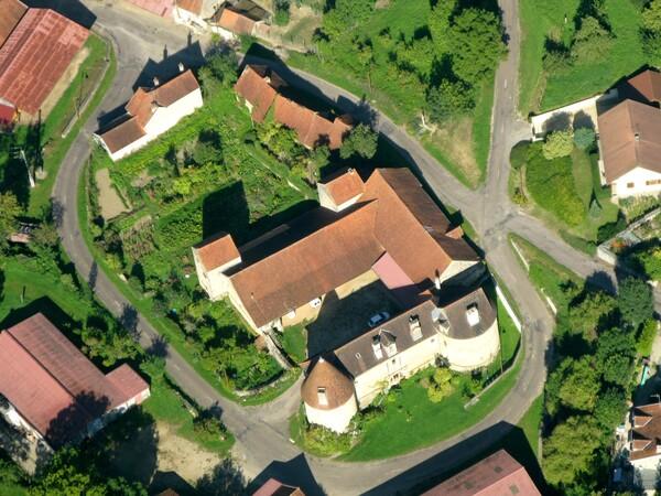 Châteaux et maisons fortes vus du ciel par Jean Ponsignon et Jean-Pascal Dufour