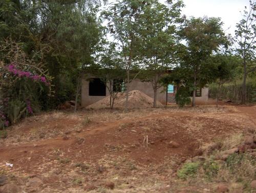 """En route vers le Serengeti : maison """"en cours"""" de construction"""