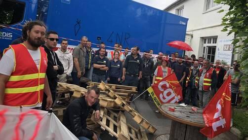 Une cinquantaine d'agents Enedis et GrDF sont en grève, ce mercredi 13 juin à Quimper.