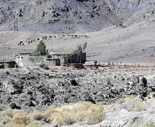 Une habitation perdu dans la montagne