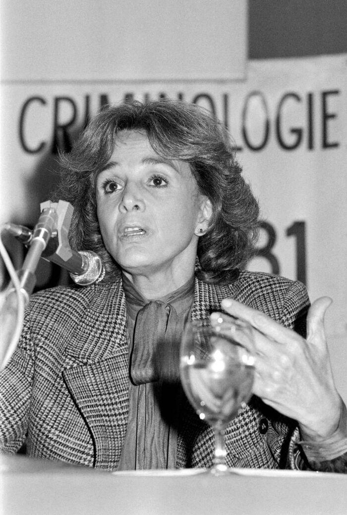 """""""Elle a gardé toute sa vie ce courage incroyable chevillé au corps"""" : les obsèques de Gisèle Halimi ont été célébrées à Paris"""