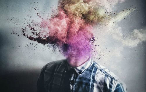 tête qui explose en poudre colorée