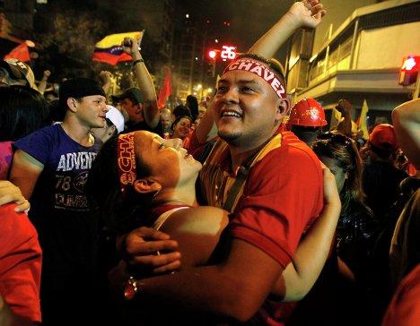 Photos Fêtes Chavez réélu...c'est pas la gauche bobo cent papiers !