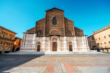 San Petronio, à Bologne, haïe des Musulmans extrémistes ...