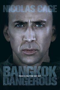 Bangkok dangerous : Joe, un tueur professionnel sans scrupules, atterrit à Bangkok afin d'exécuter quatre contrats pour le compte d'un chef mafieux nommé Surat. Il engage Kong, un 'pickpocket' de rues comme intermédiaire, de façon à ne laisser aucune trace derrière lui.  Mais alors qu'il a toujours évolué en solitaire, Joe prend le gamin sous son aile et s'engage dans une relation sentimentale avec une vendeuse locale sourde et muette. Petit à petit, Joe est gagné par la beauté capiteuse de Bangkok, au point de remettre en question son mode de vie, son isolement et la prudence qui lui a jusque-là permis de rester en vie. ...-----... Origine : américain  Réalisation : Oxide Pang  Durée : 1h 38min  Acteur(s) : Nicolas Cage,Shahkrit Yamnarm,Charlie Yeung  Genre : Action,Policier  Date de sortie : 27 août 2008  Année de production : 2008  Distributeur : TFM Distribution  Titre original : Bangkok Dangerous