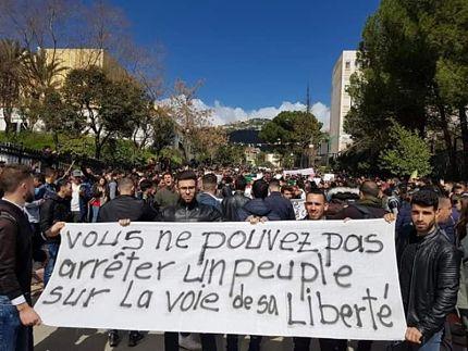 Algérie : « Ne jamais se fier   à l'impérialisme »