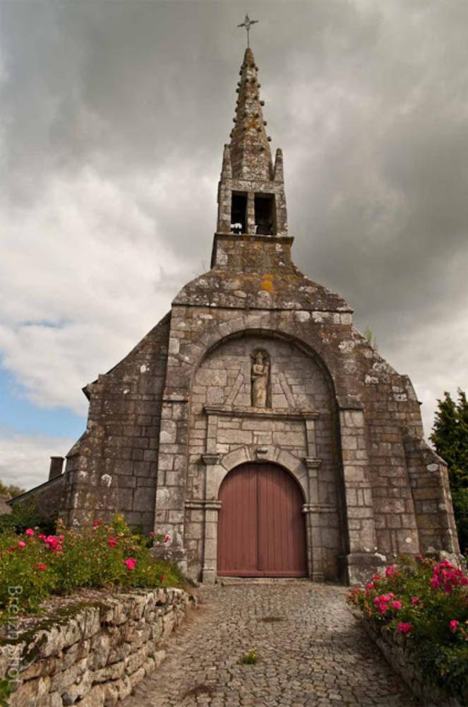 Lanvaudan, 'église Saint-Maudé, le parvis