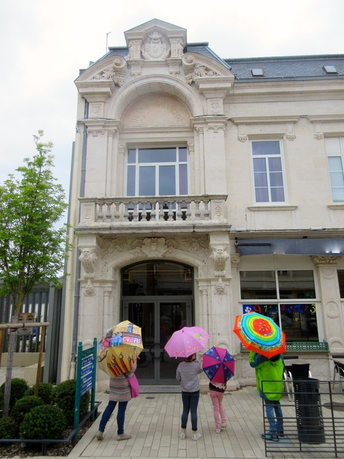 Parapluies et théâtres