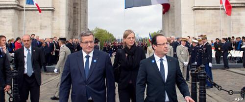 François Hollande préside les cérémonies du 8 mai à Paris