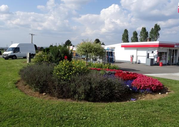 La station Avia est toujours très bien fleurie, comme tous les étés !