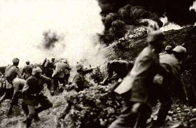 Patrimoine photographique : La photographie de guerre par Forence (203) et Romane (203)