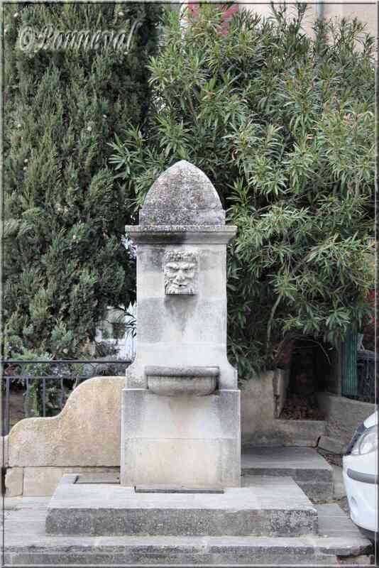 Fontaine du Cours Voltaire Cadenet Vaucluse