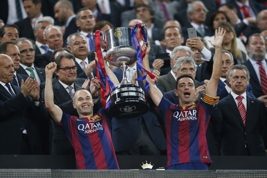 Xavi et Iniesta soulève la 27ème Copa del Rey de Barcelone