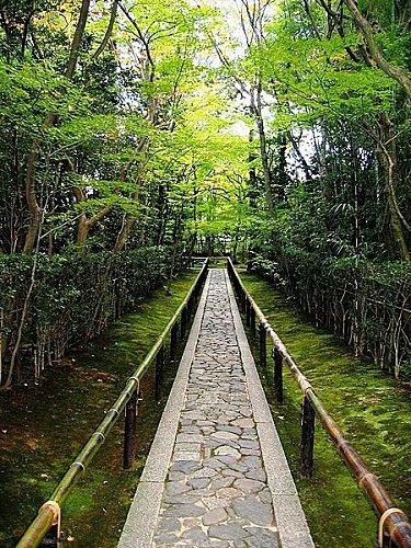 450px-Koto-in_Zen_Temple_Kyoto_-_entrance_walkway.jpg