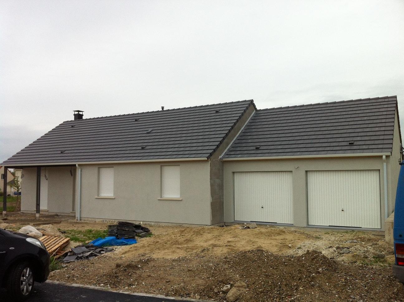 Maison crepis gris belle maison sur 2 niveaux de style for Maison menuiserie gris anthracite