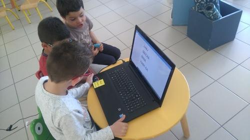 Ecrire les prénoms de la classe de PS MS avec un ordinateur
