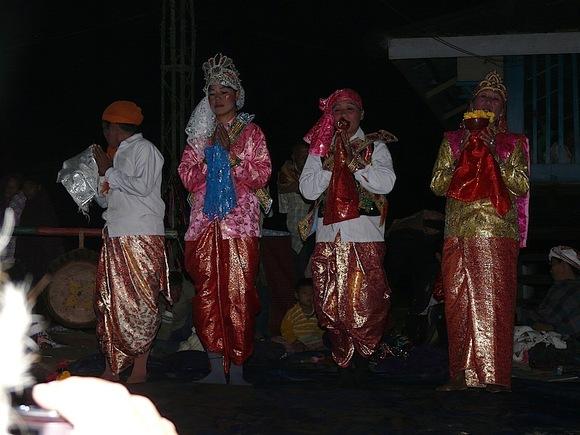 représentation théatrale dans un village de l'Assam