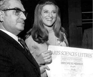 26 avril 1970 : Officier des Arts, Sciences et Lettres