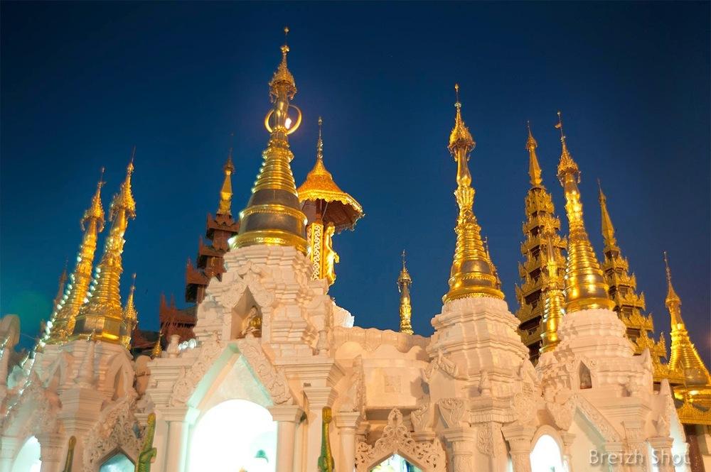 Shwedagon après le coucher du soleil