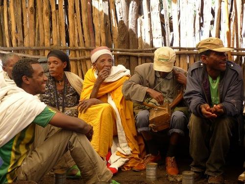 une visite agréable chez des villageois en fête