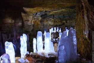 La grotte de glace de Kungur ...