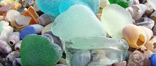 Collier en pâte polymère et du verre polis ramassé sur les plages...