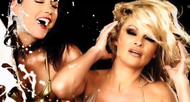 La Grande-Bretagne censure cette publicité de CrazyDomains.com avec Pamela Anderson