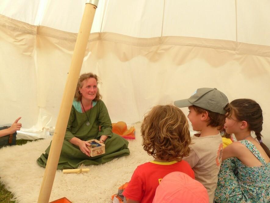 Improvisation d'histoires par Sylvie et les enfants (2014)
