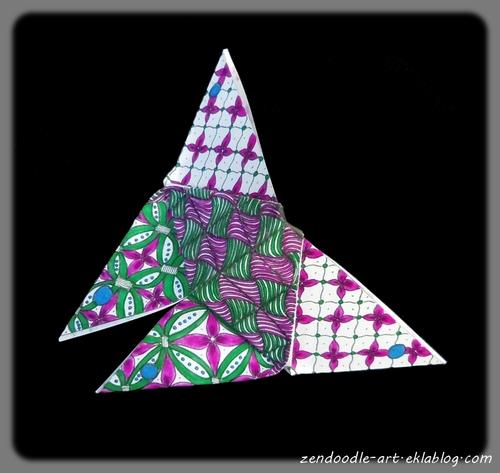 Papier origami zendoodle pour plier un papillon