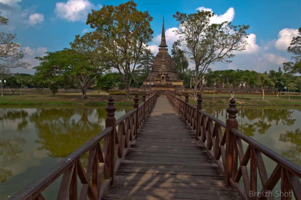 Wat Tra Phang Ngoen, Sukhothai - La passerelle d'accès