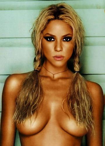 Shakira nue topless
