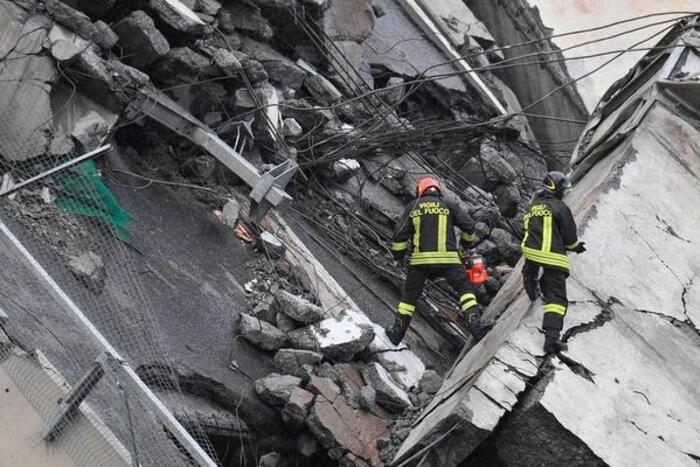 Une portion d'un viaduc de l'autoroute A10 s'est écroulé mardi à Gênes, en Italie