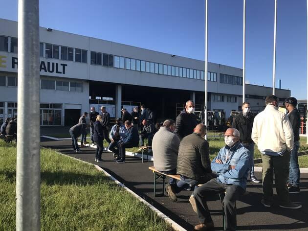 Les salariés ont voté, mardi, le blocage de l'usine Fonderie de Bretagne, à Caudan. Ils y restent ce matin, bloquant des pièces.