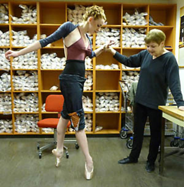dance ballet pointes market store