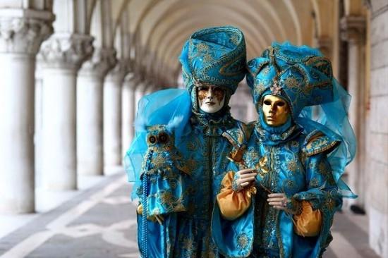 carnaval-venise-masque-deguisement-8-550x366