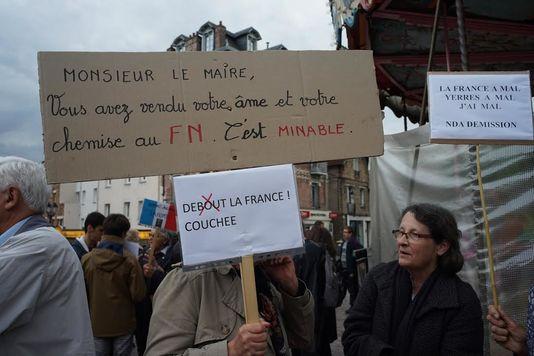 """Résultat de recherche d'images pour """"les habitant de yerres en colère contre Dupont Aignan"""""""