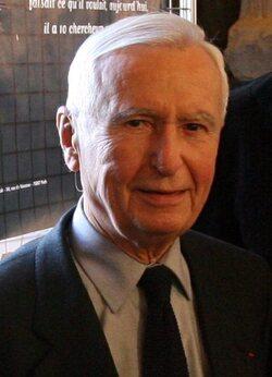 LOUIS DOUSTE-BLAZY (1921-2012), médecin humaniste